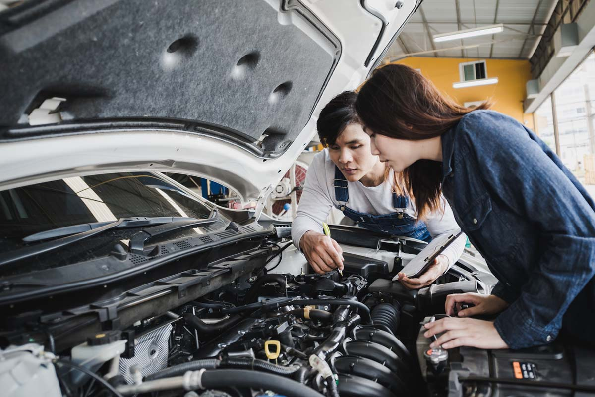 auto mechanic talking to a female customer